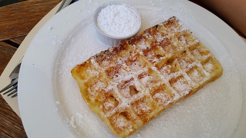 Waffle at Tearoom Carpe diem in Bruges - Photo by MC Krispy E
