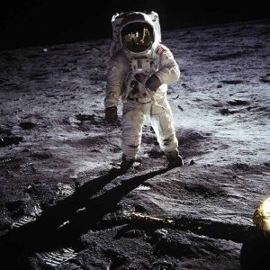 iconic-photos-1960-man-on-moon